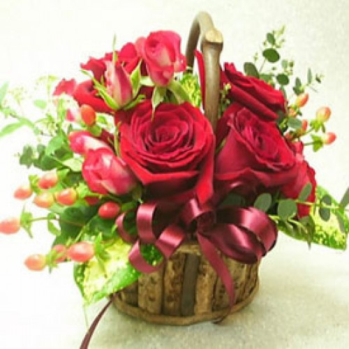 12 Bloomed Red Roses Basket
