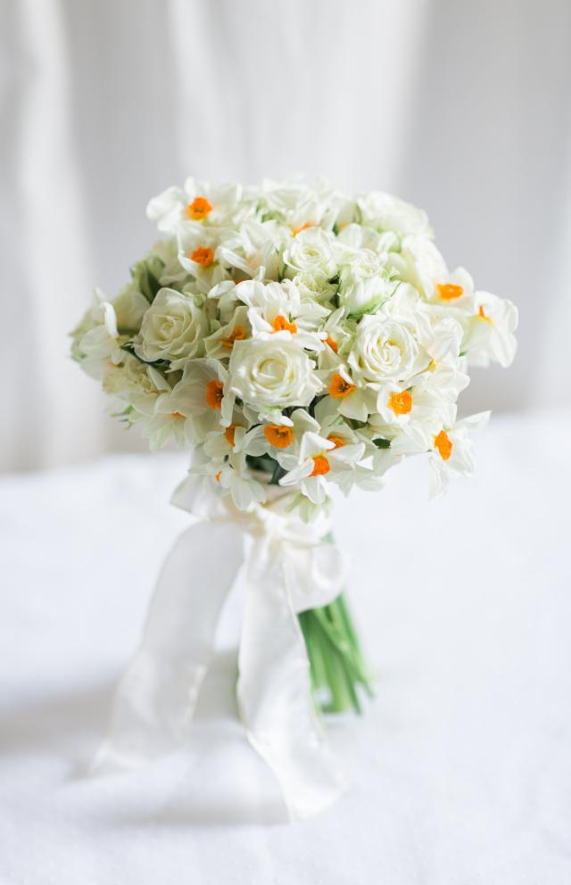 White Roses Narcissus Bouquet