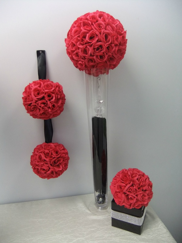 Exclusive 4 Rose Balls With 2 Vases