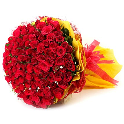 100 Red Roses Bunch in Yellow Packing