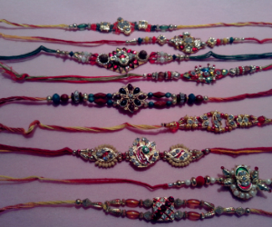 Family Set 9 Rakhis C1865