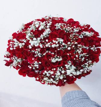 100 Red Roses with Gypsy