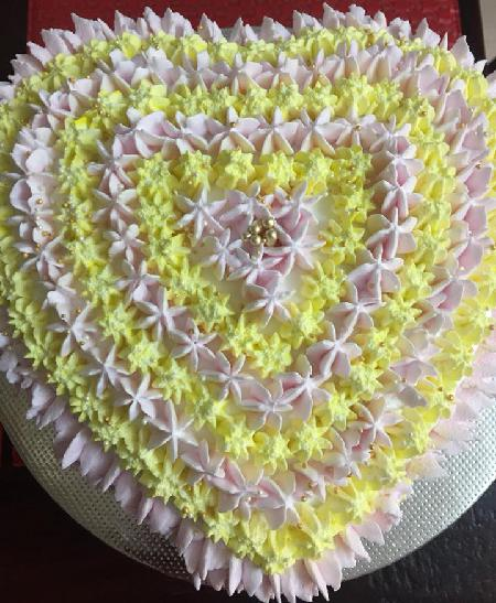 Heart Shape Cake with Vanilla and Butterscotch