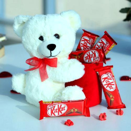 Teddy Bear and 5 KitKat Combo