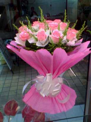 12 Pink Roses Exclusive Bunch