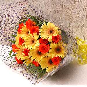 24 Red Yellow Rose and Gerbera