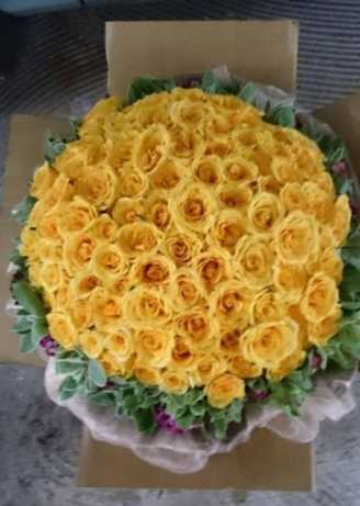 Distinct 100 Yellow Roses
