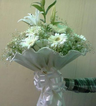 10 Gerbera 2 White Lilies Bunch